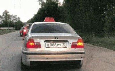 Lo que puede pasarte si tiras botellas desde la ventana de un coche