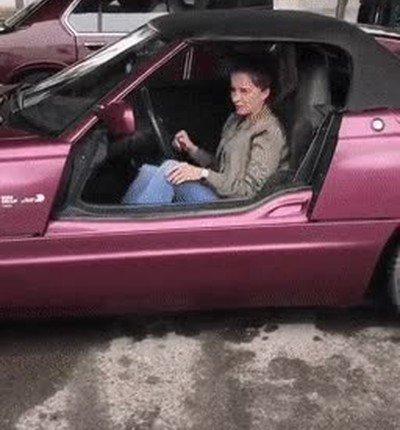 El coche mola mil pero el diseño no parece demasiado cómodo para salir