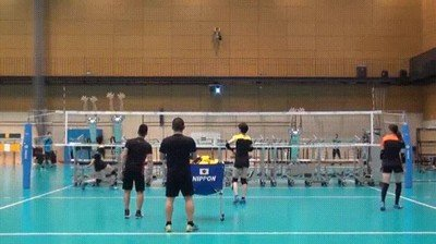 Enlace a Entrenando a volley contra robots