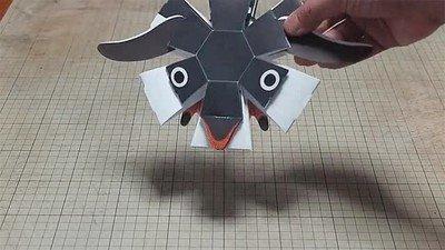 Enlace a Un pingüino de papel que se monta en un segundo
