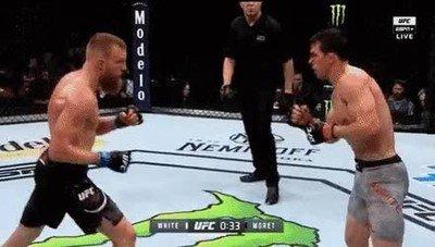 Enlace a Uno de los momentos más vergonzosos de la historia de la UFC