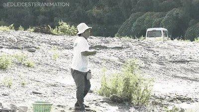 Enlace a El campeón del mundo en lanzar piedras sobre lagos es un super saiyan