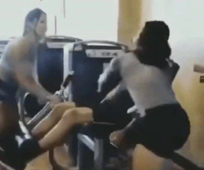 Cuando tu novia se pone celosa en el gimnasio