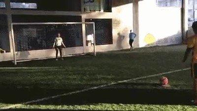 Enlace a Ni Ronaldinho en ese anuncio falso de Nike