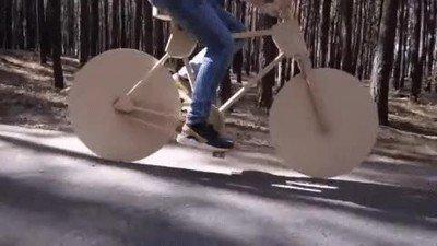 Enlace a Una bicicleta creada totalmente de madera