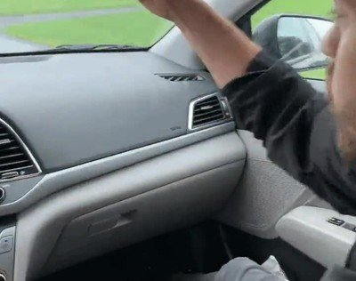 Enlace a Haciendo un truco de cartas en la carretera