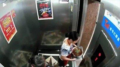 Enlace a NUNCA intentes salir de un ascensor en marcha