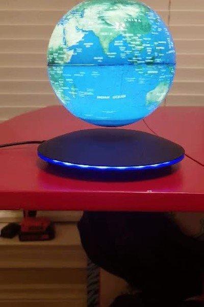 Enlace a Necesito esta lámpara del globo terráqueo