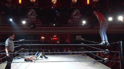 Enlace a El salto más ridículo de la historia de la lucha libre