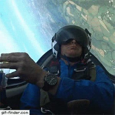 Enlace a La increíble maniobra que tiene que hacer un piloto cada vez que tiene sed