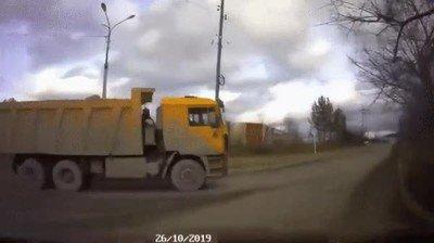 Enlace a En Rusia van dejando piedras en el camino para no perderse