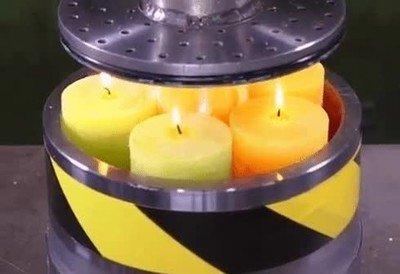 Enlace a Aplastar unas cuantas velas se convierte en una fiesta