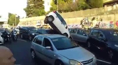 Enlace a Pues ya estaría aparcado