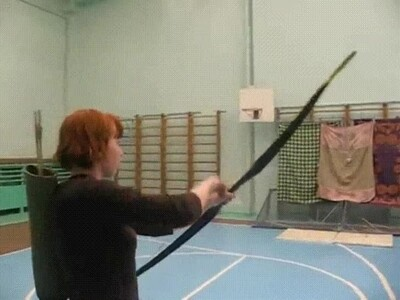 Enlace a La Lara Croft de nuestros tiempos entrenando en el gimnasio