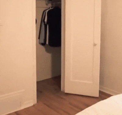Enlace a Cuando te despiertas de resaca y no sabes salir de tu habitación