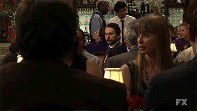 Enlace a Cuando te encuentras a un compañero de curro en el bar