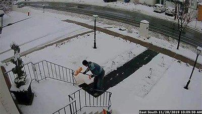 Toda la mañana limpiando la nieve para esto...