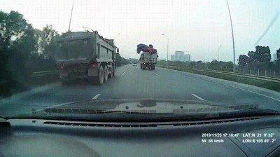 Enlace a Una de las cosas más aterradoras que pueden pasarte mientras conduces