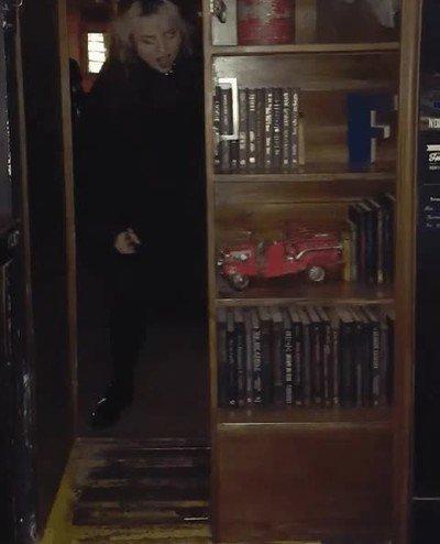 Enlace a Detrás de esta librería se esconde la entrada al local de moda
