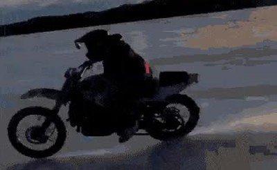 Enlace a Bajar de la moto se convierte en el momento de máximo riesgo