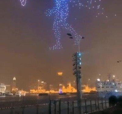 Enlace a Celebrando el año nuevo con drones, Esto es simplemente una pasada