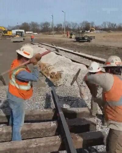 Enlace a ¿Estás seguro de que así se construyen las vías de tren?