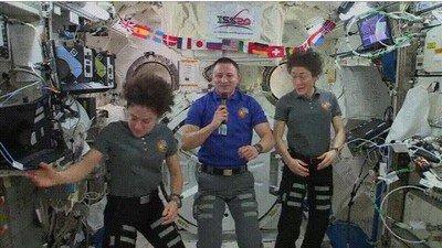 En el espacio cualquiera puede convertirse en pelota
