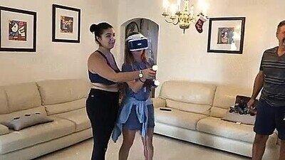 Enlace a La gente cuando se pone un casco de Realidad Virtual hace cosas inesperadas