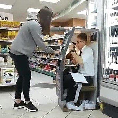 Enlace a Lo que se esconde detrás de una maquina de sacar dinero
