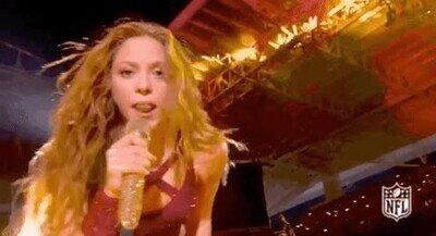 Enlace a ¿Alguien me explica por qué hizo esto Shakira ayer noche?