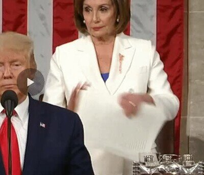 Enlace a No ha terminado el discurso y ya está rompiendo todos los papeles