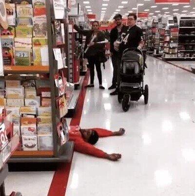 Enlace a ¿Qué harías si ves esto mientras haces la compra en el super?