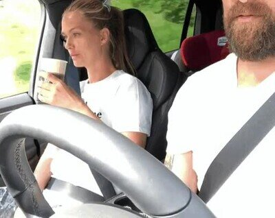 Enlace a La clásica broma al copiloto cuando está bebiendo algo
