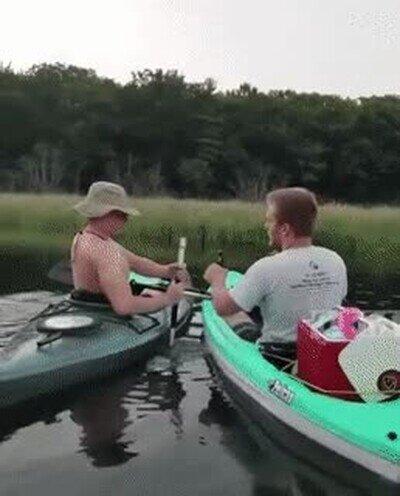 Enlace a Truco para abrir una cerveza. Sale mal