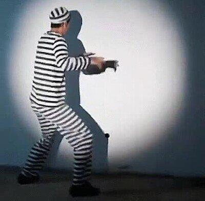 Enlace a Consigue escapar de la cárcel con la ayuda de su sombra