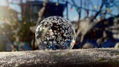 Enlace a Una burbuja congelándose en pocos segundos