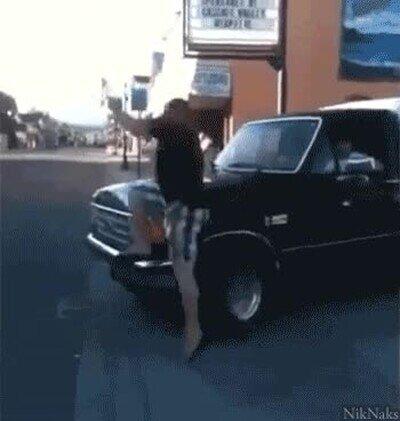 Enlace a Trolleando con el coche a los que hacen parkour