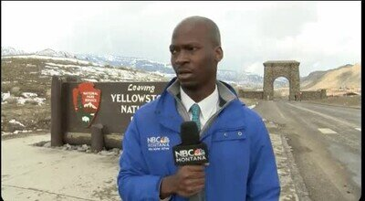 Enlace a Los reporteros de la tele escuchan a alguien toser a lo lejos
