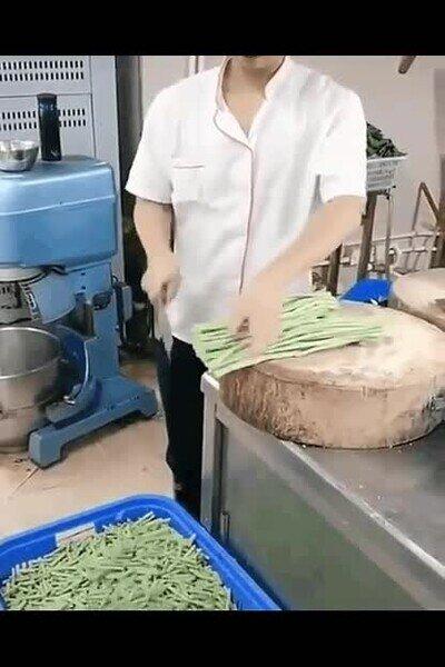 Enlace a Cocineros con una tremenda habilidad con el cuchillo