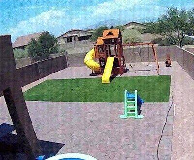 Enlace a El gobierno de los EEUU haciendo regalos a las familias con niños de forma aérea