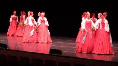 Enlace a El Beriozka, el increible y original baile ruso donde parece que floten
