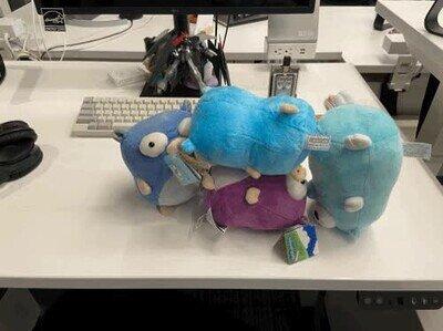 Enlace a La orgía de peluches cuando te vas de la oficina y los dejas solos