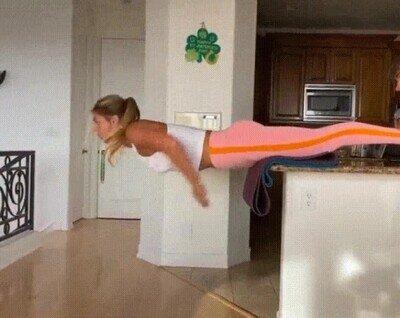 Enlace a La nadadora rusa Yuliya Yefimova entrenando en casa