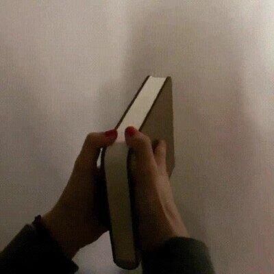 Enlace a Lámpara que parece un libro