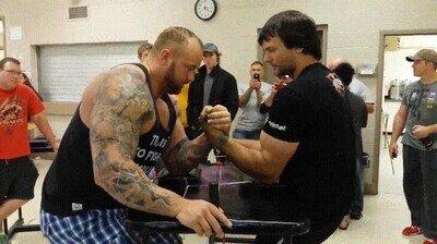Enlace a El hombre más fuerte del mundo reta a la Montaña a un pulso