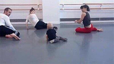 Enlace a Este bebé es el profesor de baile moderno
