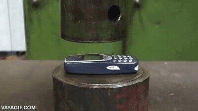 Enlace a Nokia 3310 contra una presa hidráulica