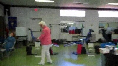 Enlace a Esta abuela aún hace backflips con 87 años