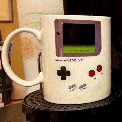 Enlace a Necesito esta taza térmica que se enciende una gameboy