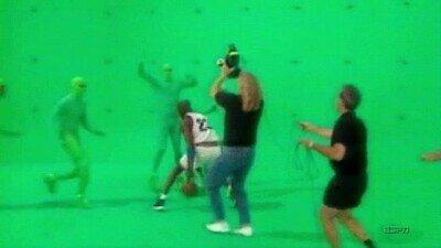 Enlace a Así es cómo Michael Jordan rodaba las escenas en Space Jam